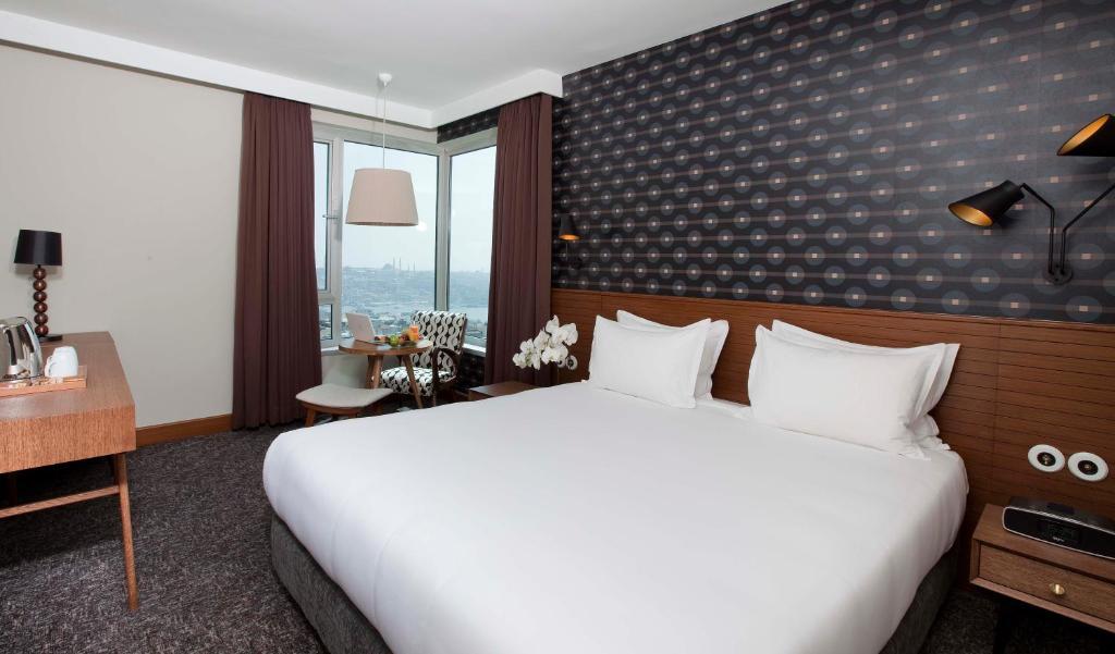Кровать или кровати в номере The Marmara Pera