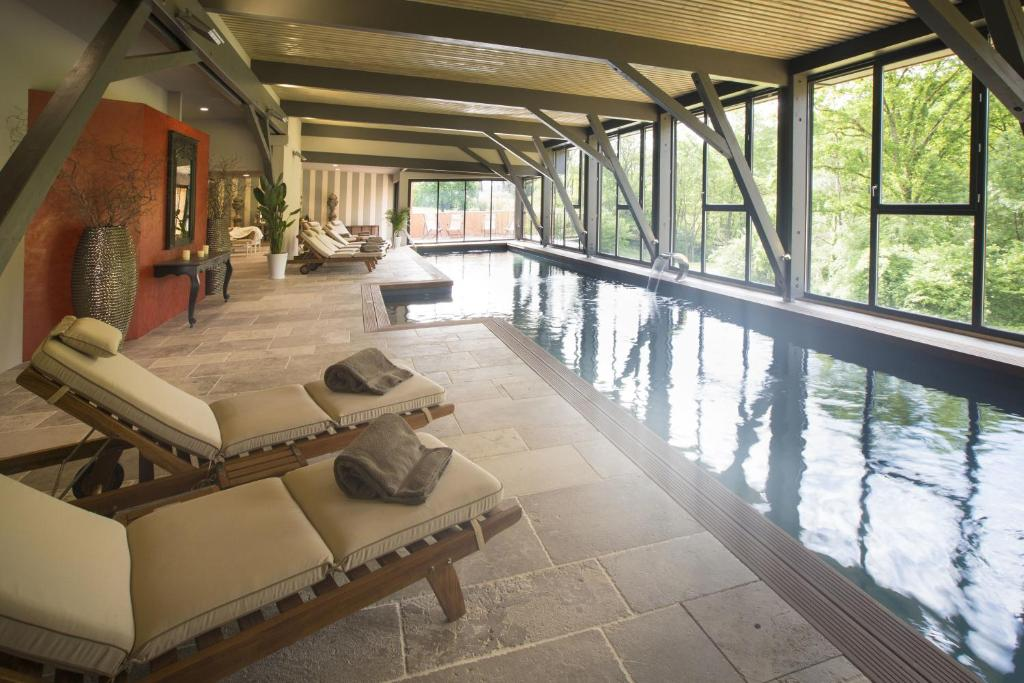 The swimming pool at or close to Hôtel-Spa Le Saint Cirq