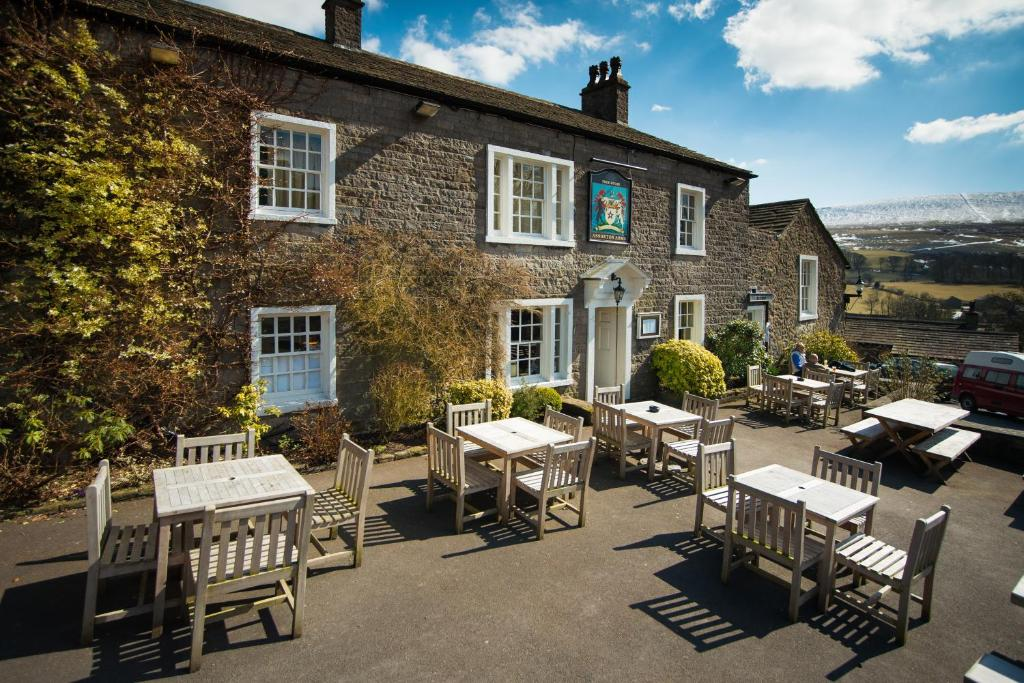 A restaurant or other place to eat at Assheton Arms