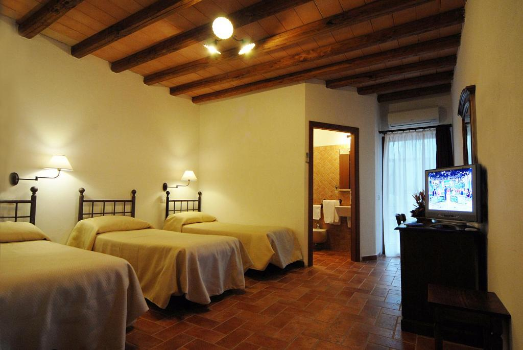 A bed or beds in a room at Hotel Ristorante da Righetto