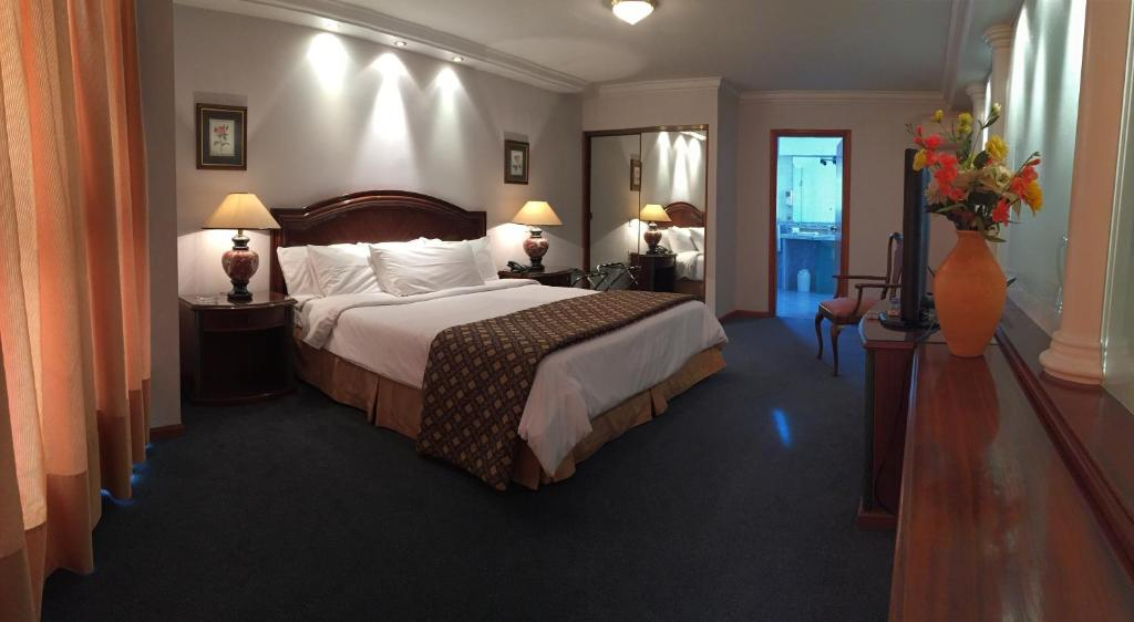 Vuode tai vuoteita majoituspaikassa Crystal Palace Hotel