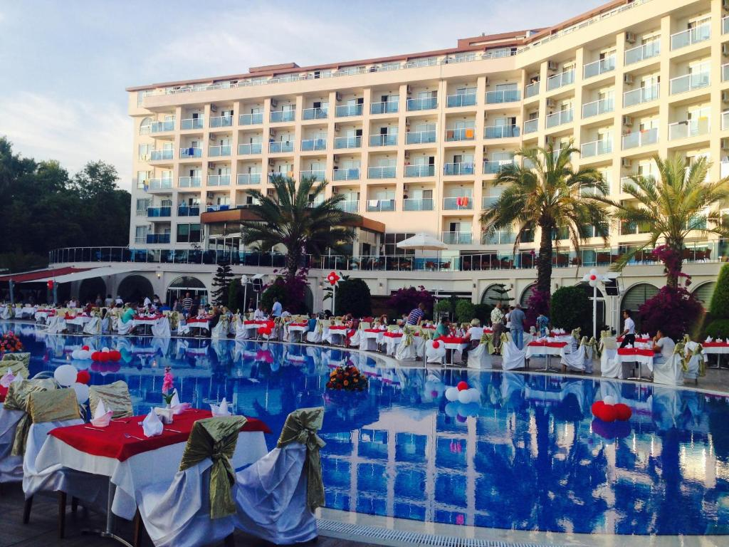 Бассейн в Annabella Diamond Hotel - Ultra All Inclusive или поблизости