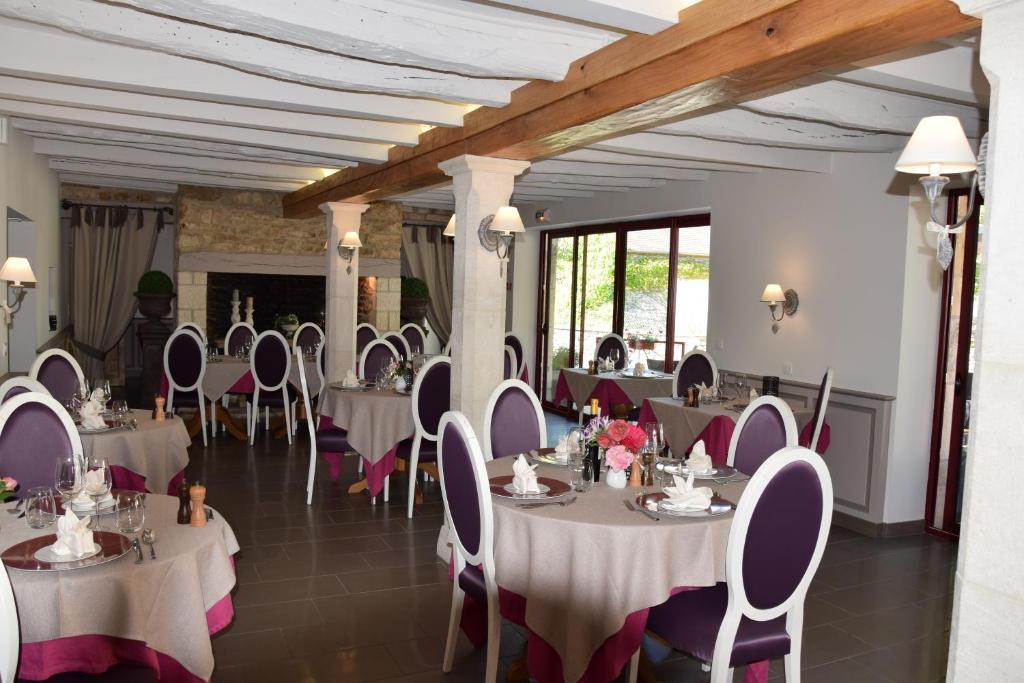 Restaurant ou autre lieu de restauration dans l'établissement Le Petit Relais