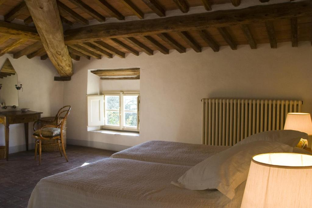 A bed or beds in a room at Villa Benvenuti