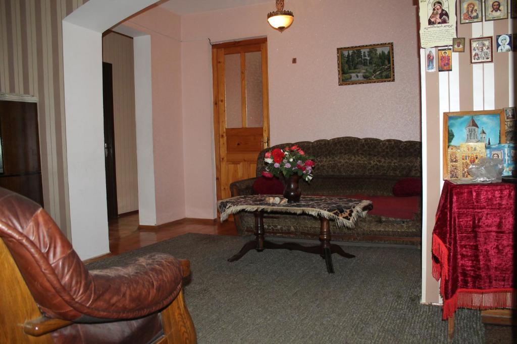 Guest House Kavkasioni 33