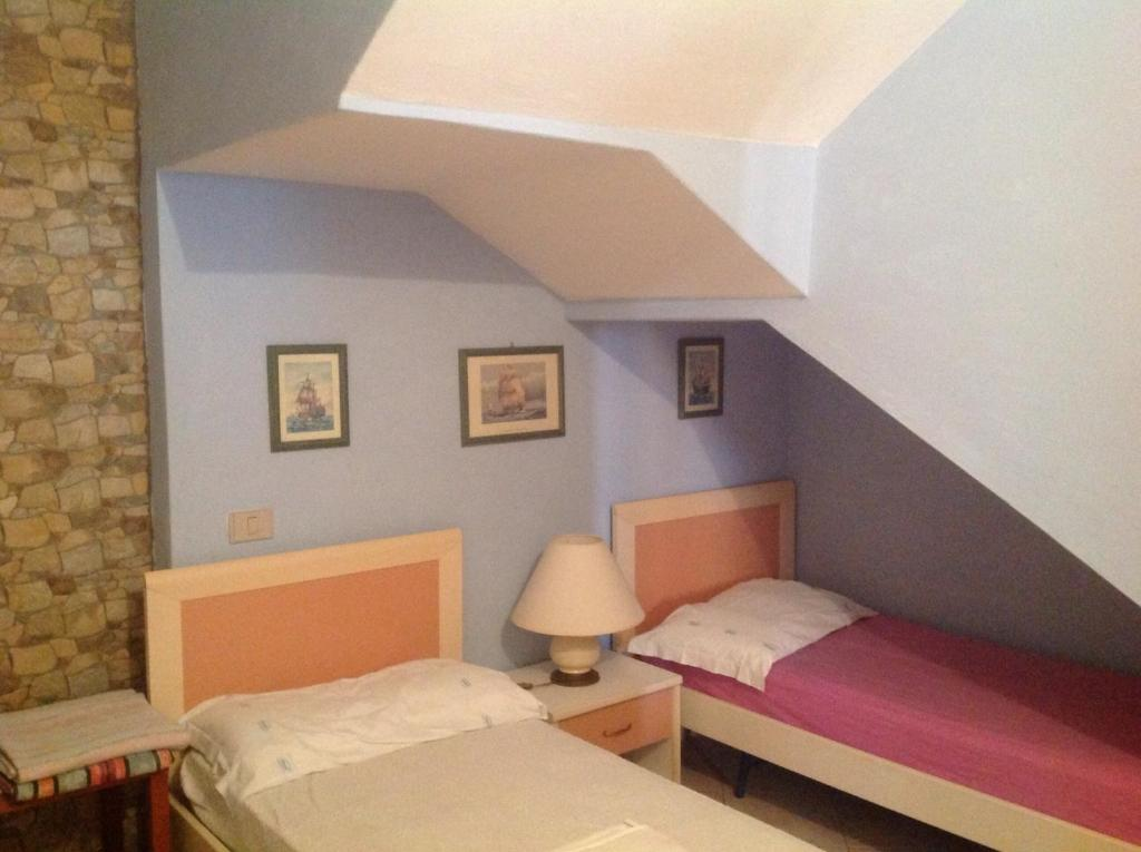 A bed or beds in a room at Appartamento Via dei Pini