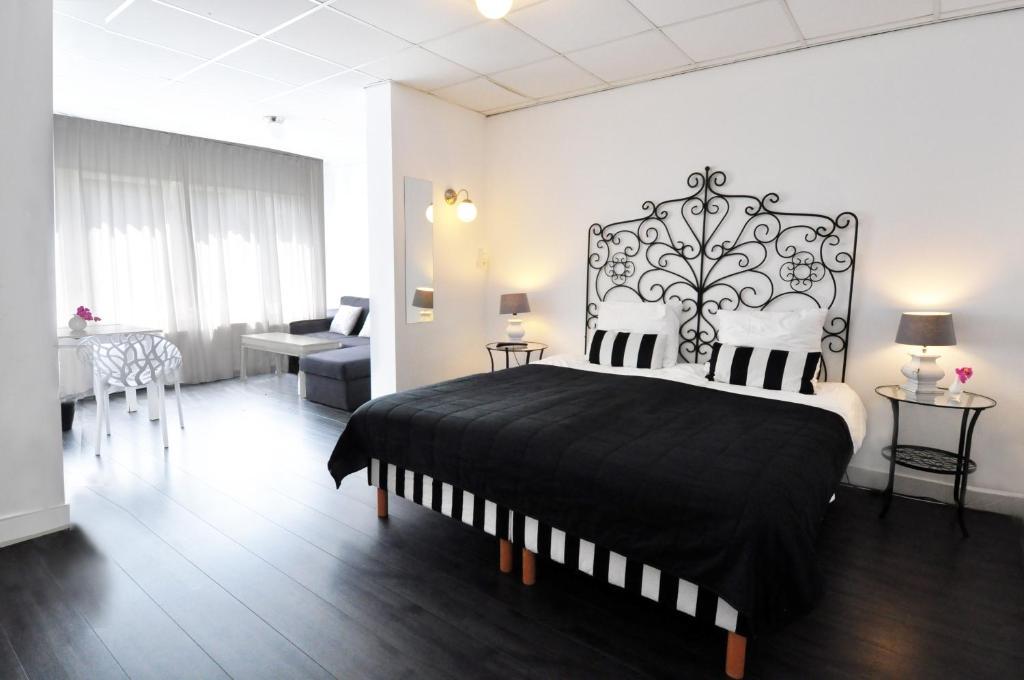 Een bed of bedden in een kamer bij Hotel Zeespiegel
