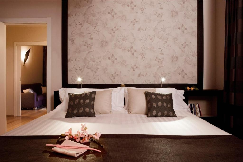 A bed or beds in a room at Executive Suite Hotel