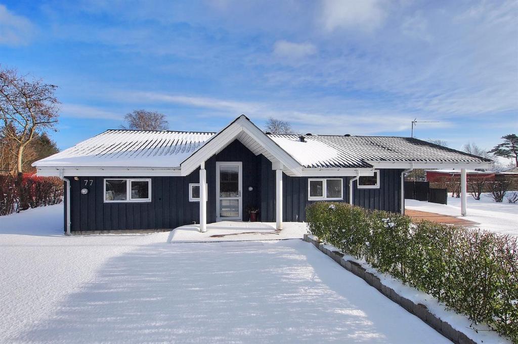 Four-Bedroom Holiday Home Brøndbækken with a Sauna 04