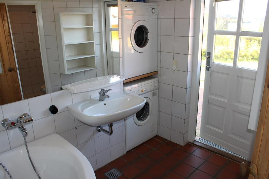 Five-Bedroom Holiday Home Vesterø with a Sauna 03