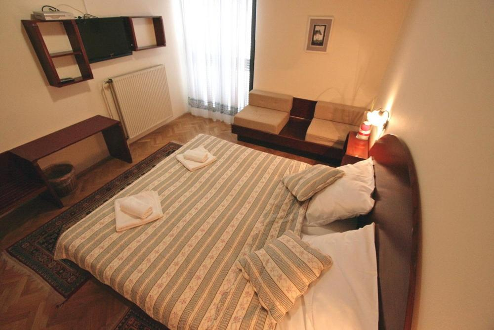 A bed or beds in a room at Gostilna Žolnir