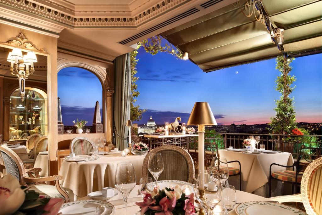 A restaurant or other place to eat at Hotel Splendide Royal - Small Luxury Hotels of the World