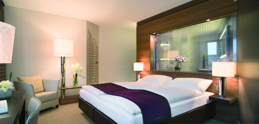 Ein Bett oder Betten in einem Zimmer der Unterkunft Mövenpick Hotel Hamburg
