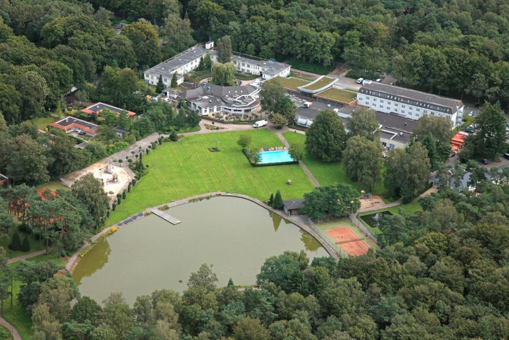 Een luchtfoto van Fletcher Hotel Restaurant Doorwerth - Arnhem