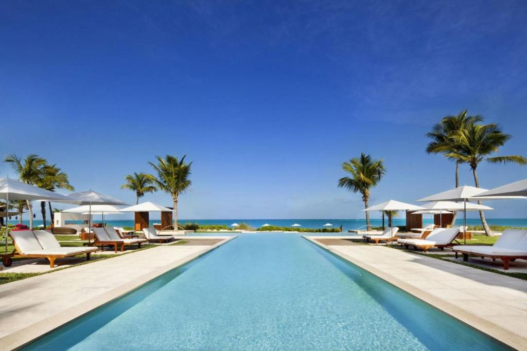 The swimming pool at or close to Grace Bay Club