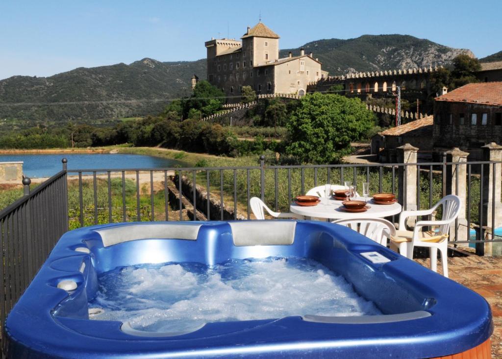 Piscina en o cerca de Castell de Riudabella