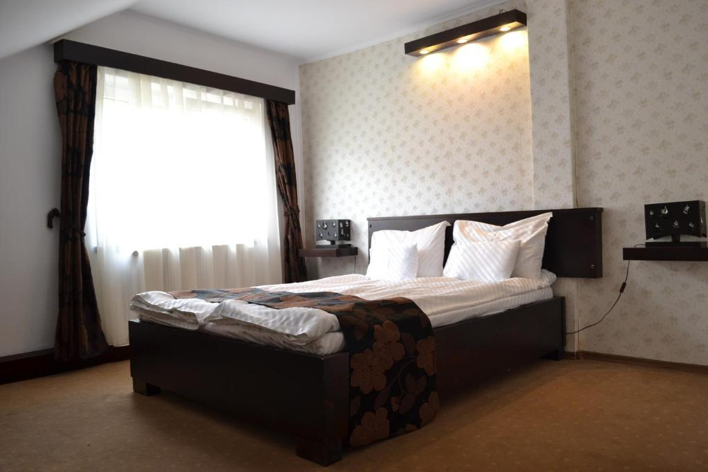 A bed or beds in a room at Pension Chic