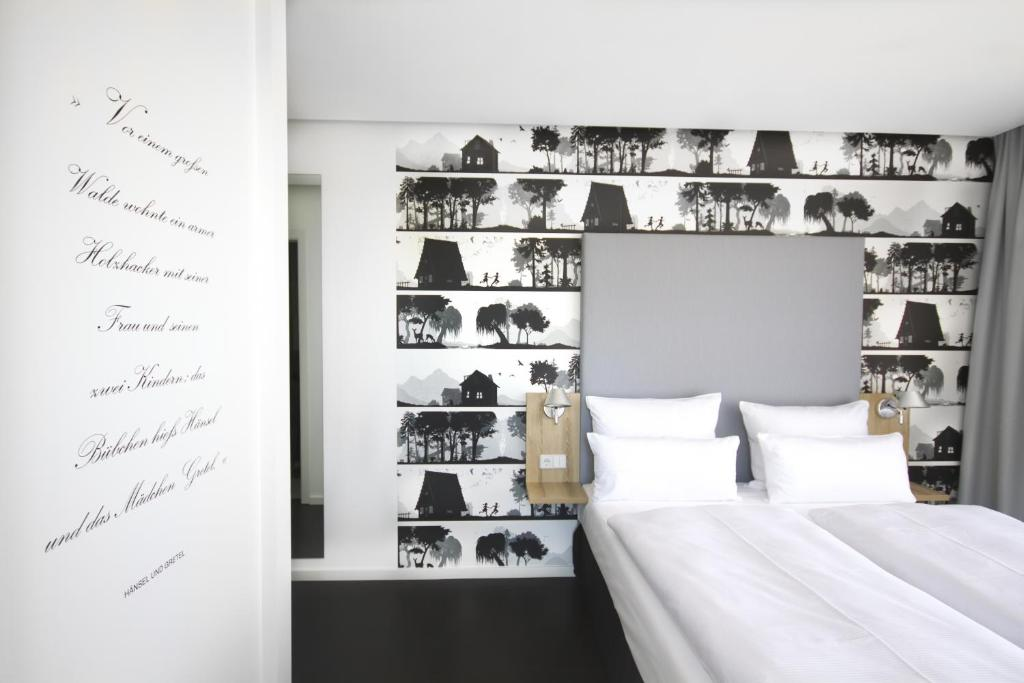 A bed or beds in a room at Grimm's Hotel am Potsdamer Platz