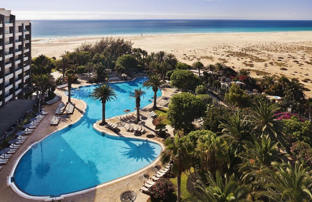 Ein Blick auf den Pool von der Unterkunft Meliá Fuerteventura oder aus der Nähe