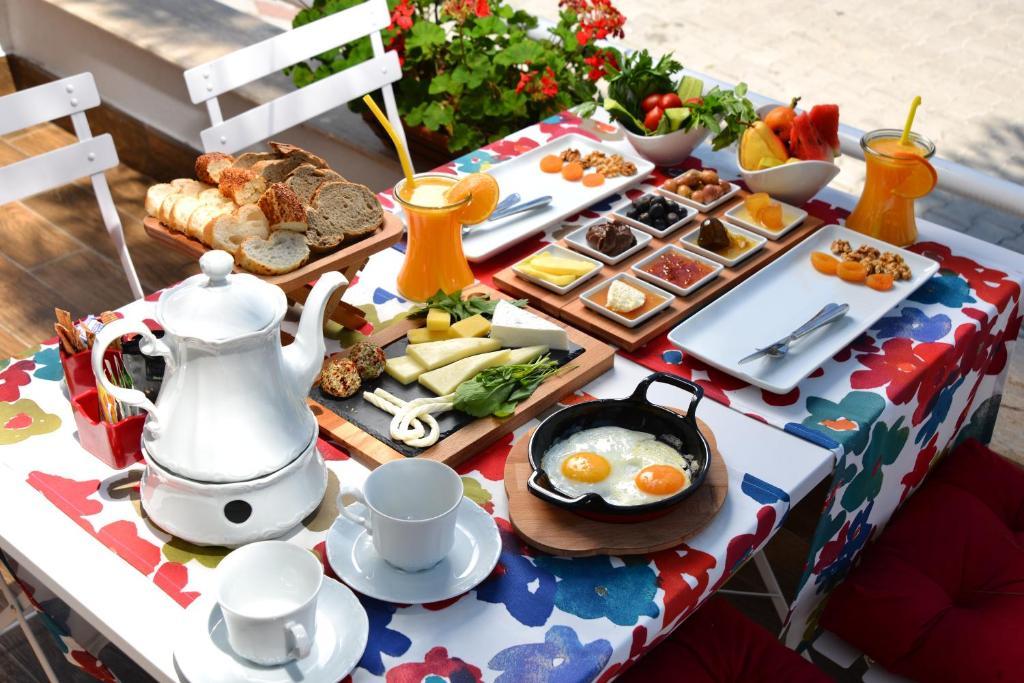 Завтрак для гостей Doc's Hotel Kemer