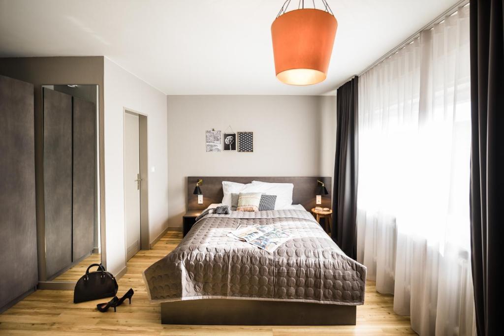 Ein Bett oder Betten in einem Zimmer der Unterkunft BOLD Hotel Frankfurt an der Messe