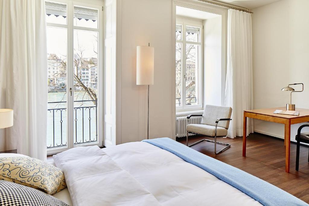 سرير أو أسرّة في غرفة في Krafft Basel