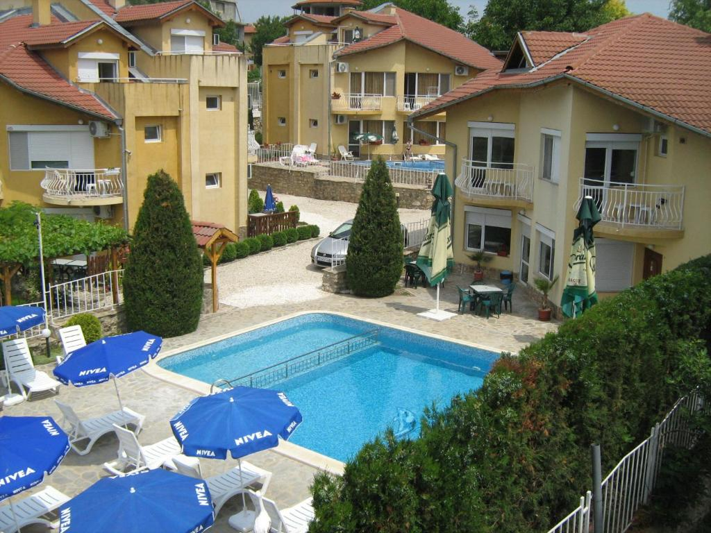 A view of the pool at Vili Iskar 1 or nearby