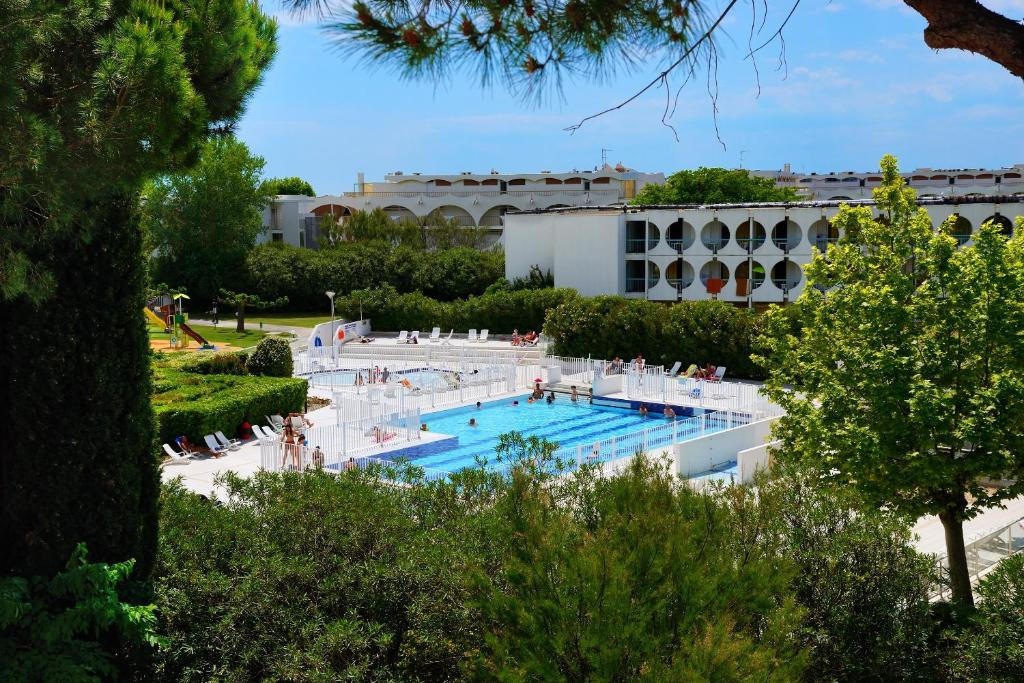 The swimming pool at or near Residence Residéal La Grande Motte