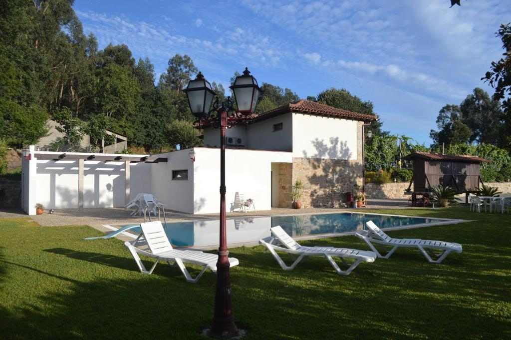 The swimming pool at or near Quinta de Ataide
