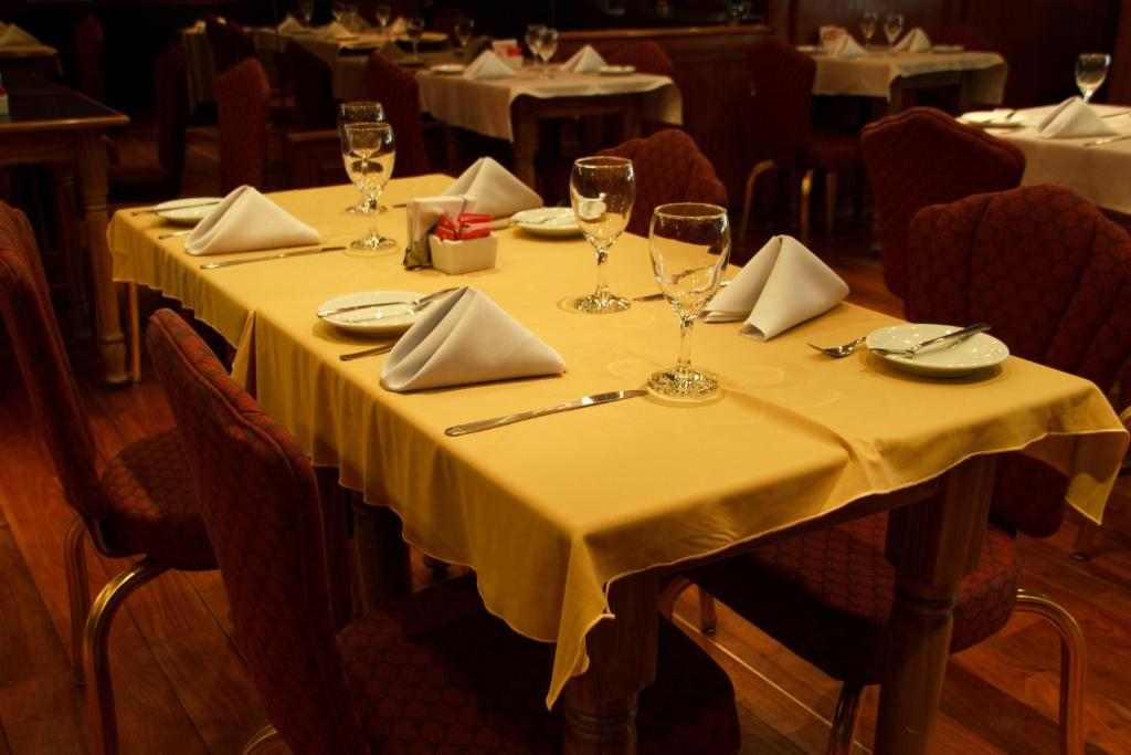 A restaurant or other place to eat at Bauen Hotel