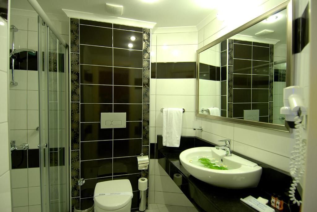 Ванная комната в Hatipoglu Beach Hotel
