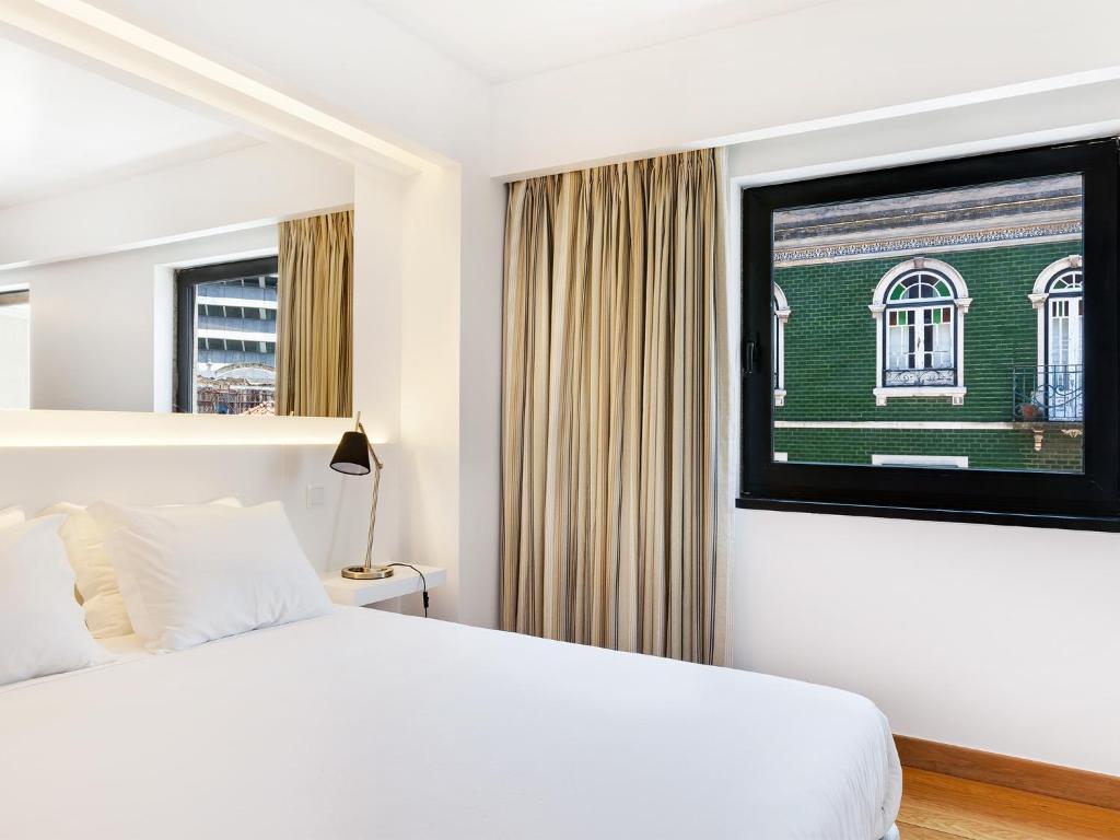 Llit o llits en una habitació de Hello Lisbon Marques de Pombal Apartments