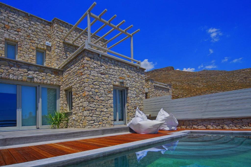 The swimming pool at or close to Vista Mare Villas