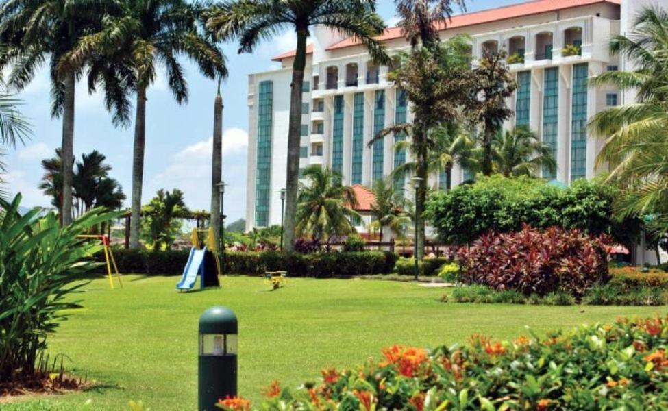 Taman di luar Nilai Springs Resort Hotel