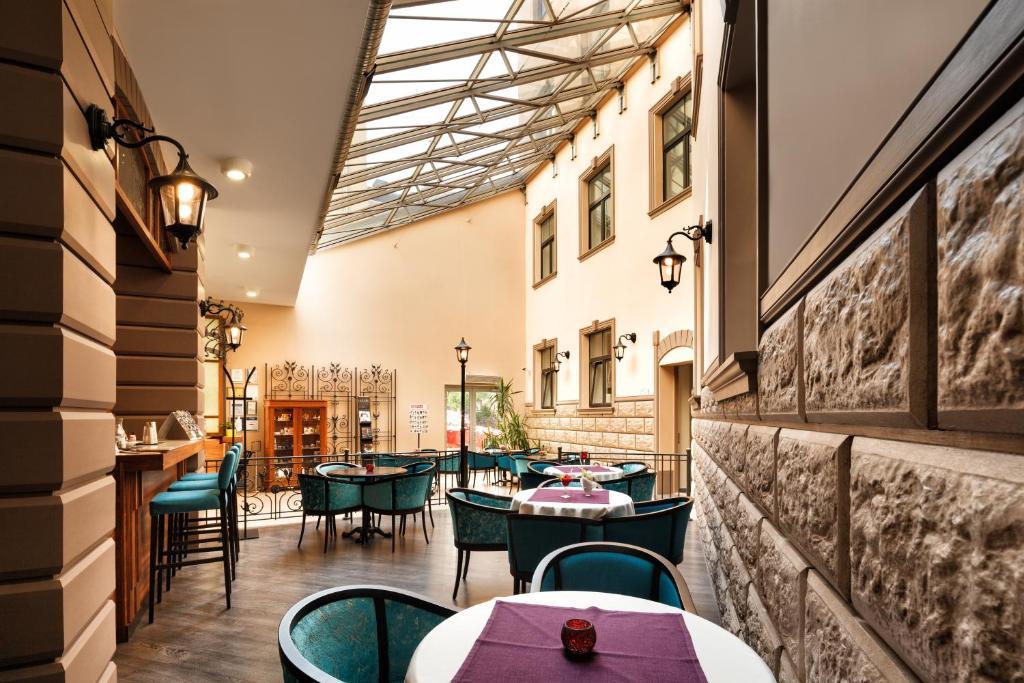 Εστιατόριο ή άλλο μέρος για φαγητό στο City Hotel Teater