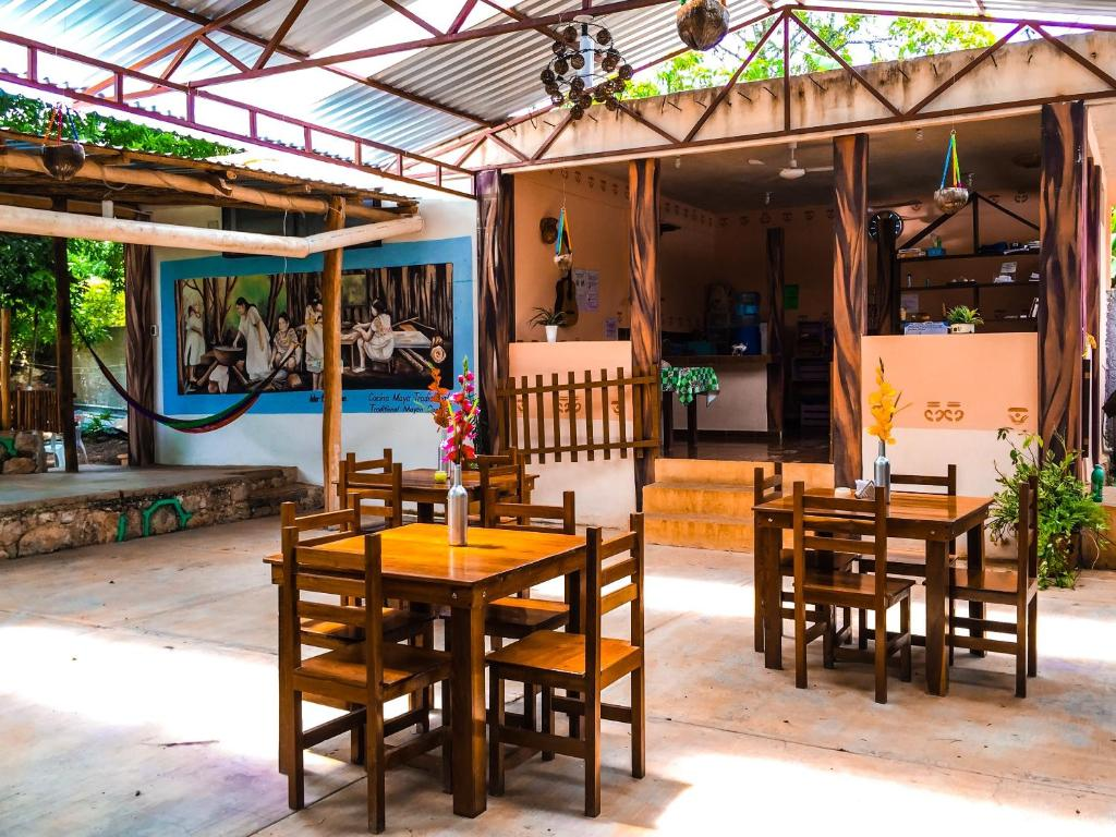 A restaurant or other place to eat at Yaxche Centro Hostal y Camping