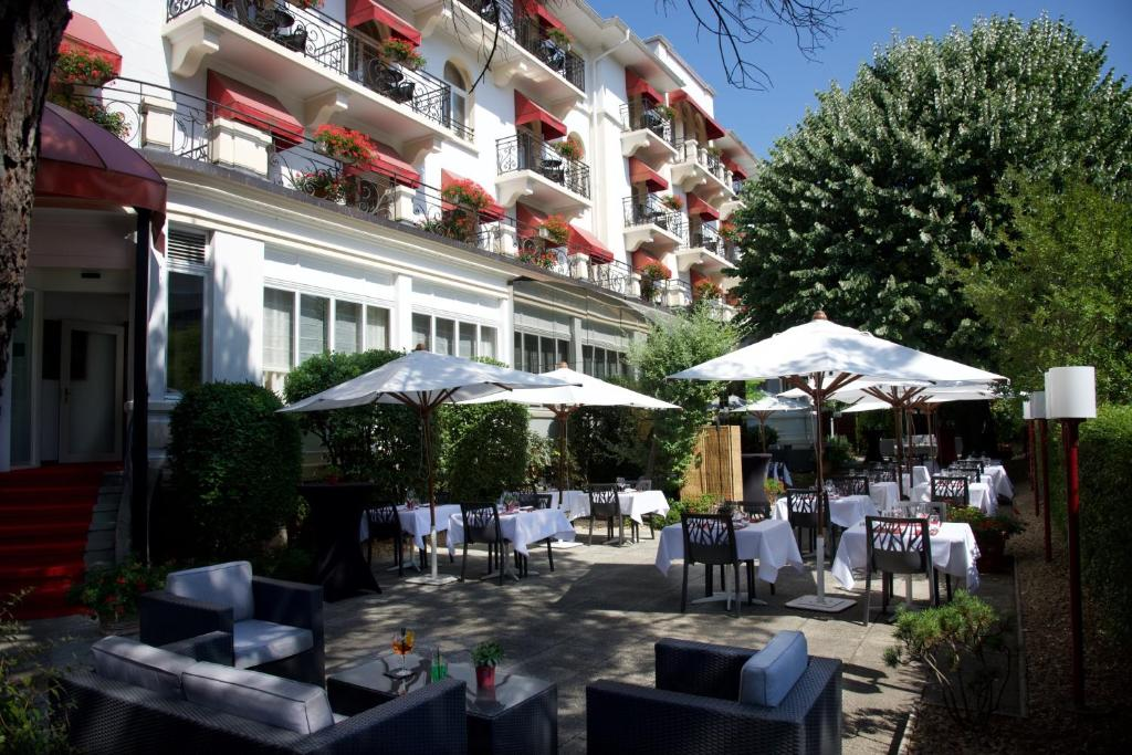 A restaurant or other place to eat at Carlton Lausanne Boutique Hôtel
