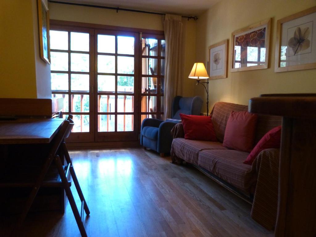 A seating area at Francoli-Vacances Pirinenca
