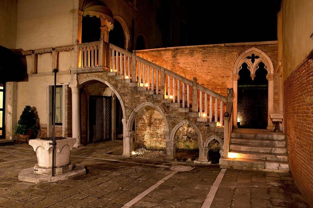 Palazzo Contarini Della Porta Di Ferro, Venezia – Prezzi ...