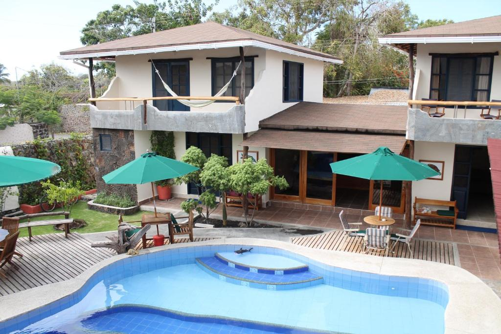 Vue sur la piscine de l'établissement Galapagos Cottages ou sur une piscine à proximité