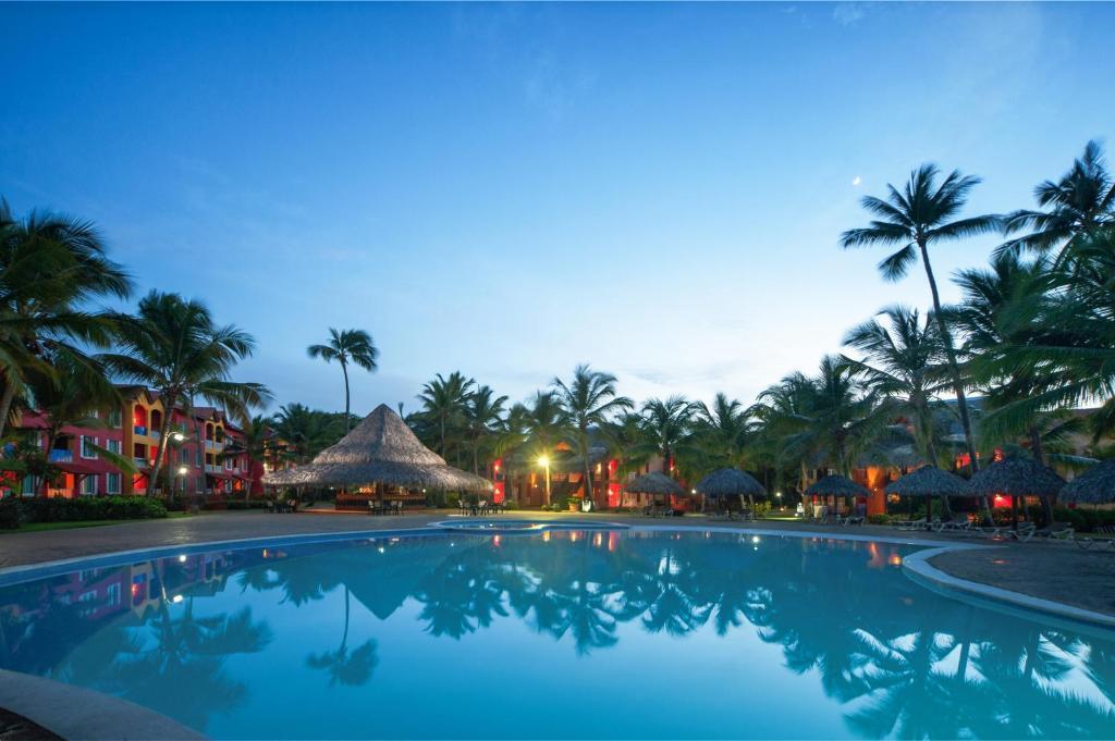 Бассейн в Tropical Princess Beach Resort & Spa или поблизости