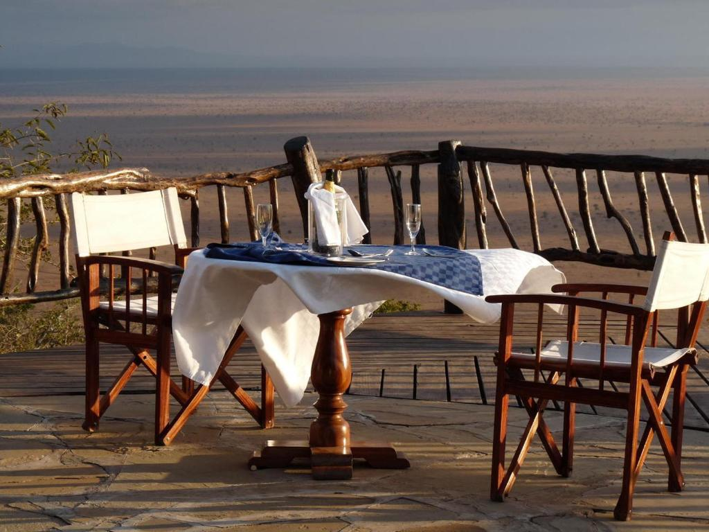 A balcony or terrace at Lions Bluff Lodge