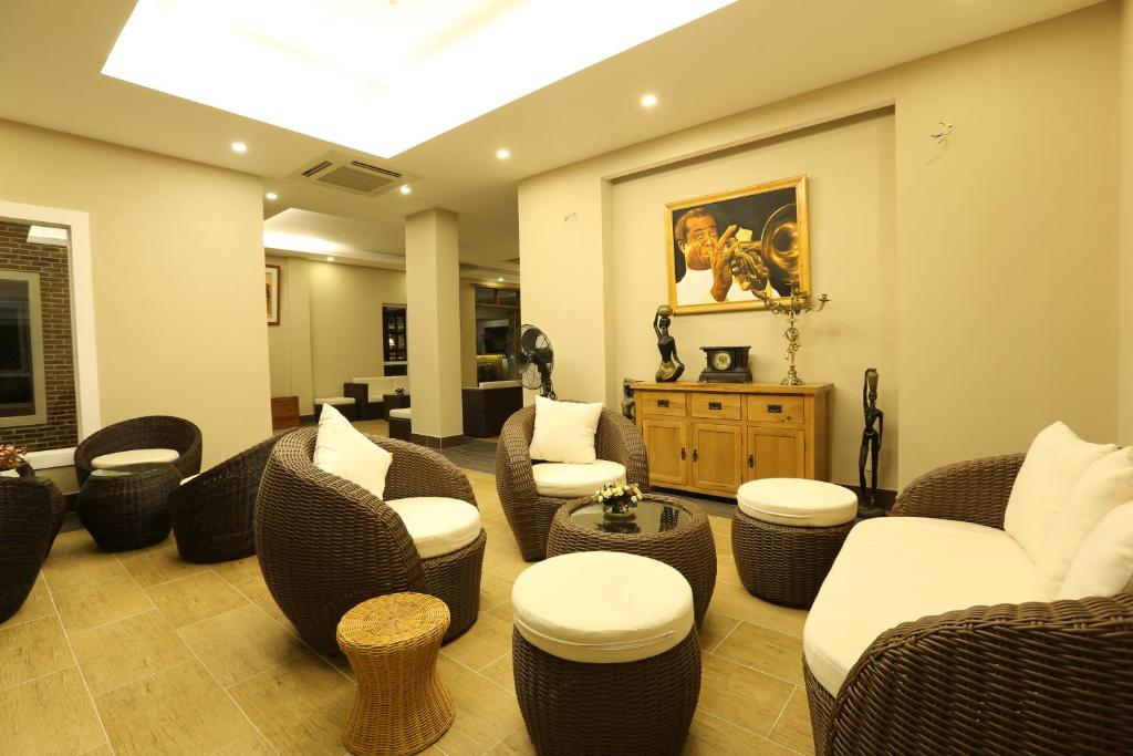 Khu vực ghế ngồi tại Jazz Hotel