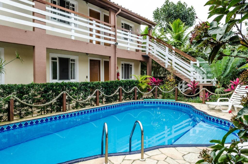 A piscina localizada em Pousada Vila da Praia ou nos arredores