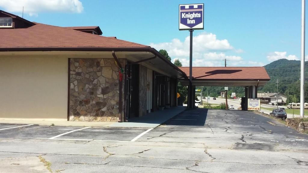 Knights Inn - Dillard