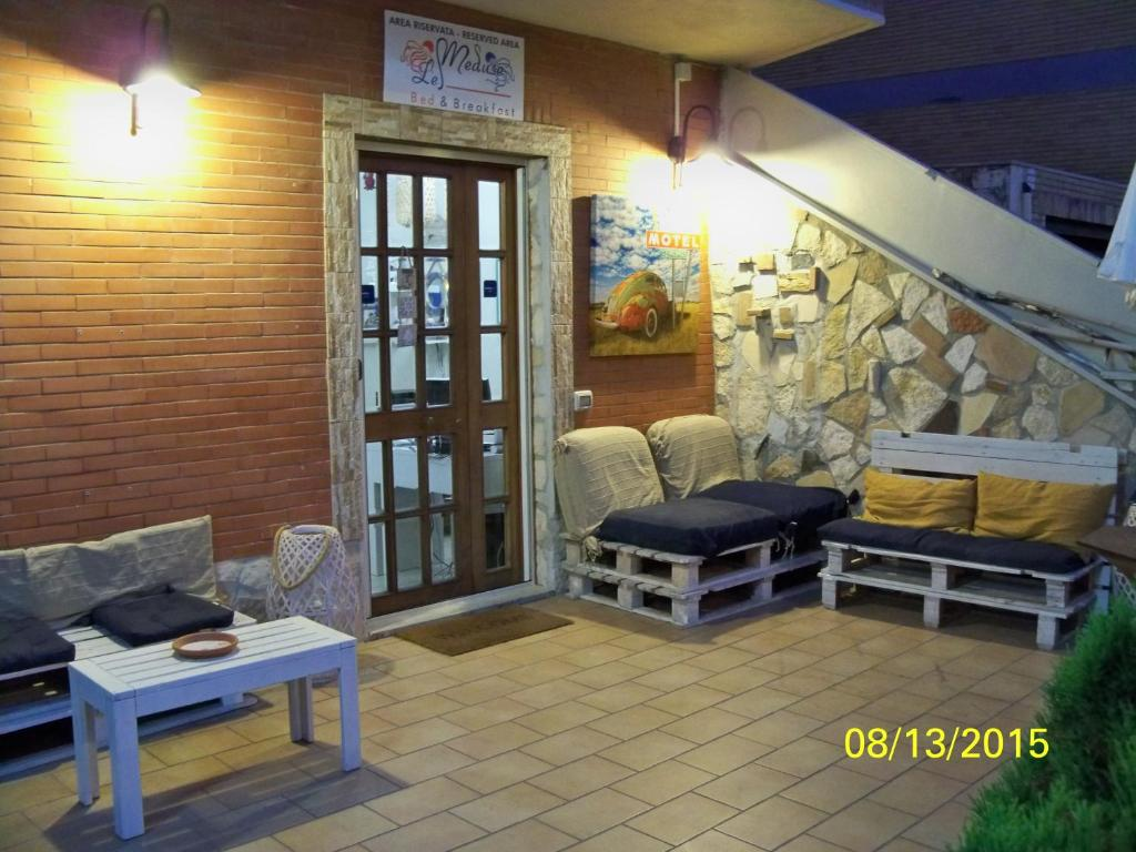 A seating area at B&B Le Meduse