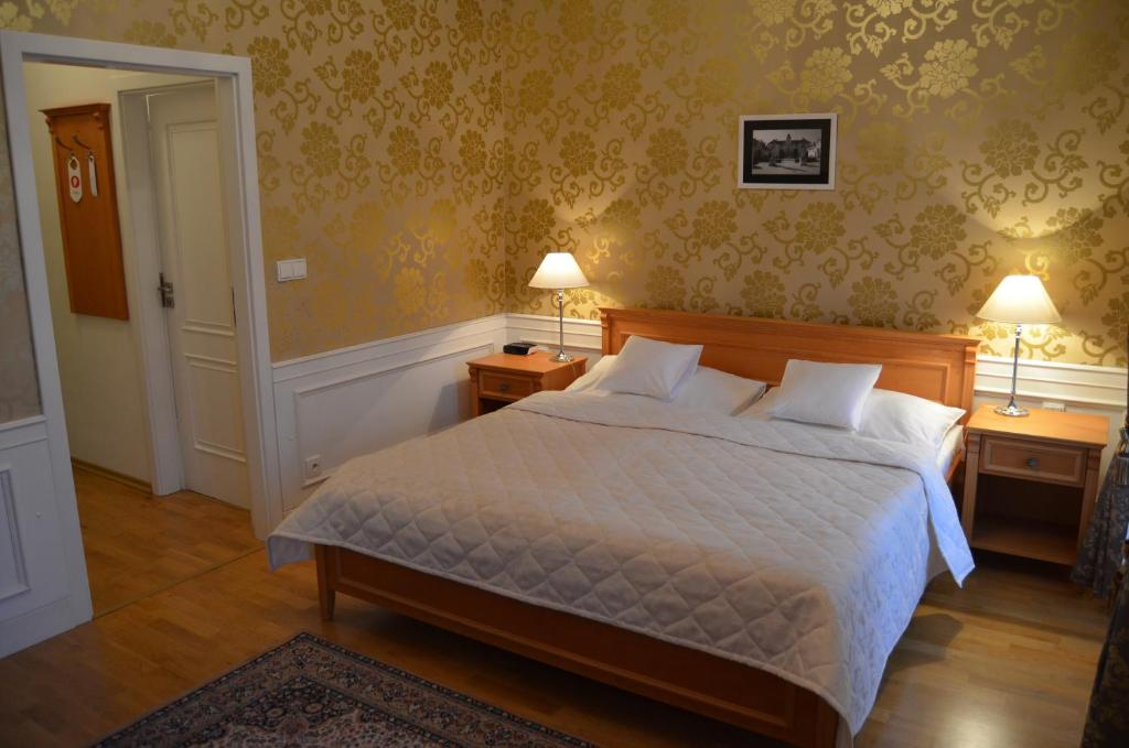 A bed or beds in a room at Zamecky Hotel Lednice