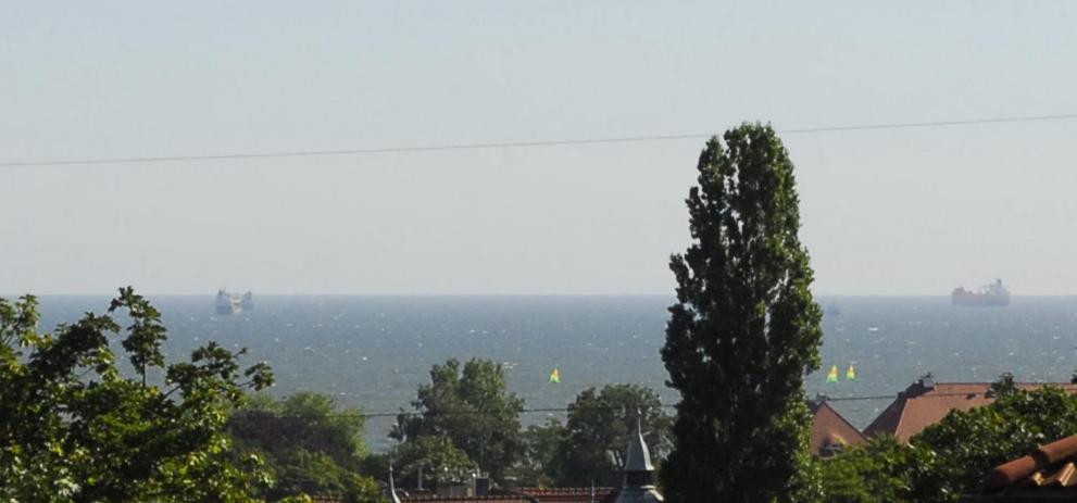 Widok na morze z tego apartamentu