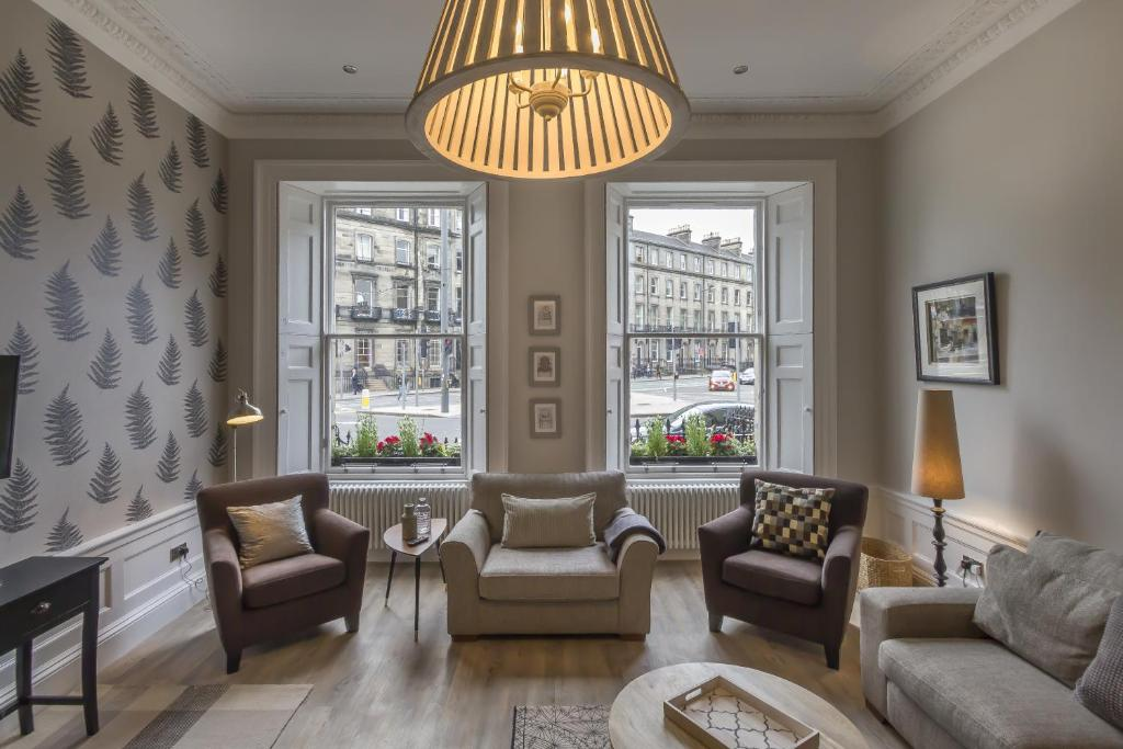 A seating area at Haymarket Apartments