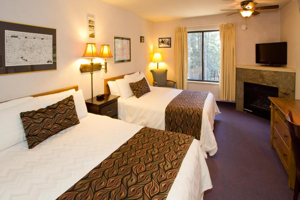 A bed or beds in a room at Holiday Haus